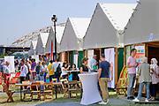 Nederland, Nijmegen, 30-8-2019Aan de overkant van de Waal, op het Lentereiland, wordt het Democratiefestival gehouden. een gratis festival om de democratie te vieren met poitiek en maatschappelijke instellingen. Er zijn workshops, discussiebijeenkomsten, spelletjes en theatervoorstellingen.Foto: Flip Franssen