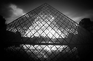 France. Paris. 1st district. Louvre museum.  the Louvre Pyramid at sunset , in the Louvre museum courtyard / La pyramide du musee du Louvre. / Architecte, PEY. to use the picture you have to contact the EPGL etablissement public du grand Louvre.