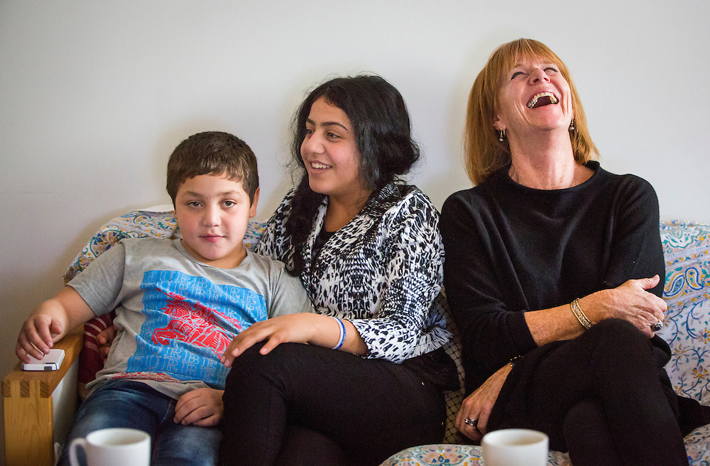 Syrian refugee sponsor Valerie Pringle (right) sits with refugees Nasimi Batal Al Hasan (left) and his sister Rania Batal Al Hasan (centre), inside their apartment in Mississauga, Ontario, Canada, Thursday January 21, 2016.   (Mark Blinch for the BBC)