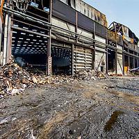 Nederland, Amsterdam, 29 mei 2017.<br /> Smeulende resten na de brand in afvalverwerkingsbedrijf Icova in Westelijk havengebied.<br /> <br /> Foto: Jean-Pierre Jans