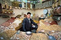 Syrie - Damas - marchand de fruits secs<br /> Damascus