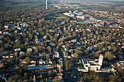 Nederland, Noord-Holland, Hilversum, 11-02-2008; Hilversum met raadhuis (stadhuis) van architect Dudok van Heel (voorgrond), het mediapark met TV toren (zendmast) in de achtergrond;villa's, bebouwing, bomen..luchtfoto (toeslag); aerial photo (additional fee required); .foto Siebe Swart / photo Siebe Swart