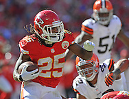 KANSAS CITY, MO - OCTOBER 27:  Running back Jamaal Charles #25 of the Kansas City Chiefs rushes up field against the Cleveland Browns during the second half on October 27, 2013 at Arrowhead Stadium in Kansas City, Missouri.  Kansas City won 23-17. (Photo by Peter Aiken/Getty Images) *** Local Caption *** Jamaal Charles