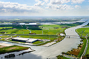 Nederland, Overijssel, Gemeente Kampen, 07-05-2015. Kampereiland met  Zuiderzeehaven en rivier de IJssel met Eilandbrug. Flevoland en water van Vossemeer in de verre achtergrond.<br /> New harbour and river IJssel, north of Kampen.<br /> <br /> luchtfoto (toeslag op standard tarieven);<br /> aerial photo (additional fee required);<br /> copyright foto/photo Siebe Swart