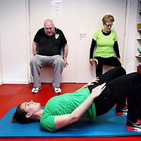 Nederland, Amsterdam , 26 februari 2015.<br /> 'health tour', dit is een trainingsprogramma dat speciaal is ontwikkeld voor mensen met een maatje meer bij Bright Side Fitness, Baarsjesweg 289 hs<br /> Foto:Jean-Pierre Jans