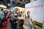 Nederland, Utrecht, 18-9-2013Veel ouderen bezoeken de jaarlijkse 50plus beurs in de jaarbeurshallen. 50 plus; beurs; 50 plusbeurs; 50plus; 50plusbeurs; 50-plus; bejaard; bejaarden; besteden; besteding; bestedingen; euro; geld; holland; inkomen; jaarbeurs; leeftijd; nederland; oud; oudere; ouderen; rijk; rijkdom; senior; senioren; vijftig-plus; aow; pensioen; gepensioneerd; gepensioneerden;Foto: Flip Franssen/Hollandse Hoogte