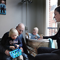 Nederland, Amsterdam , 23 februari 2013.<br /> Klein behuisde gezinnen.<br /> Klein behuisd in de Staatsliedenbuurt<br /> jenny en jeroen met troy en tyler<br /> A family of 4 are cramped for room in a former working-class district in Amsterdam. Now it is a multicultural neighborhood with a diverse population composition.