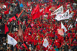 May 1, 2019 - Jakarta, Indonesia - Labours conduct a long march towards Presidential Palace to express their aspiration to government during May Day commemoration in Jakarta.  Thousands of Indonesian workers are urging the government to raise minimum wages and improve working conditions. (Credit Image: © Afriadi Hikmal/ZUMA Wire)