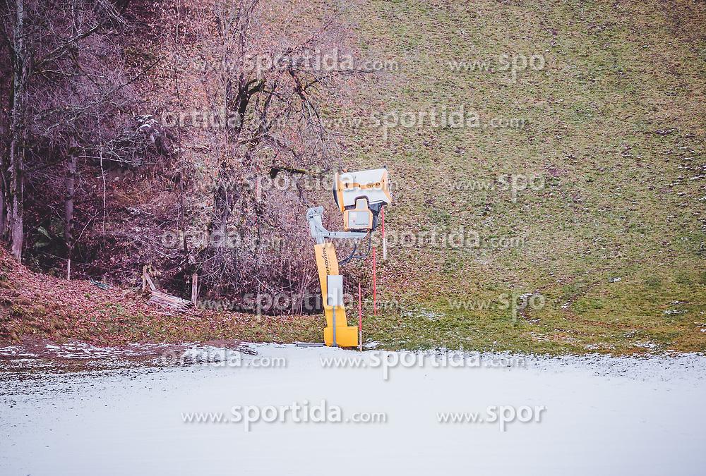 THEMENBILD - Schneekanone auf einer leicht angeschneiten Skipiste. Die Vorbereitungen für die neue Skisaison laufen auf Hochtouren, aufgenommen am 12. November 2019, Saalbach Hinterglemm, Österreich // Snow cannon on a slightly snowed skislope. Preparations for the new ski season are in full swing on 2019/11/12, Saalbach Hinterglemm, Austria. EXPA Pictures © 2019, PhotoCredit: EXPA/ Stefanie Oberhauser
