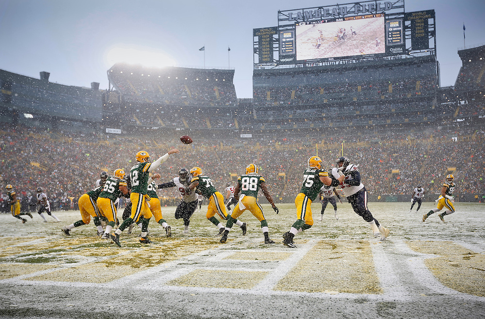 during the second half of an NFL football game Sunday, Dec. 4, 2016, in Green Bay, Wis. (AP Photo/Mike Roemer)