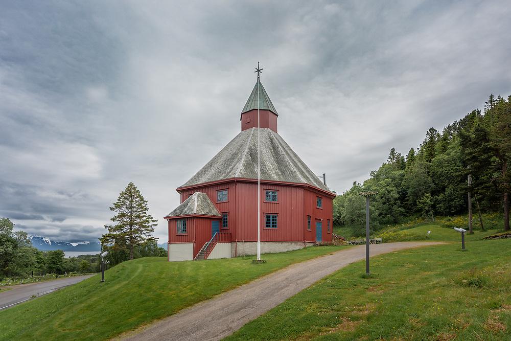 Hadsel kirke ligger på stedet Hadsel i Hadsel kommune i Nordland. Den er ei åttekantet trekirke med 500 plasser, innviet i 1824 og restaurert på 1930-tallet.