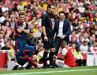 Football - 2019 Emirates Cup - Arsenal vs. Lyon<br /> <br /> Arsenal's Alexandre Lacazette receives attention to his ankle as Unai Emery looks on, at the Emirates Stadium.<br /> <br /> COLORSPORT/ASHLEY WESTERN
