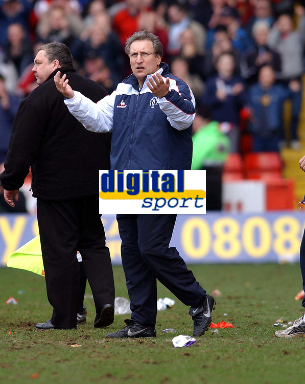 NEIL WARNOCK MANAGER SHEFFIELD UNITED WONDERS IF IT'S THE FINAL WHISTLE..<br />