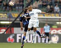 Fotball<br /> UEFA-cup 2003/04<br /> Inter Milan v Olympique Marseille<br /> 14. april 2004<br /> Foto: Digitalsport<br /> NORWAY ONLY<br /> <br /> MANUEL DOS SANTOS (OM) / ANDY VAN DER MEYDE (INT