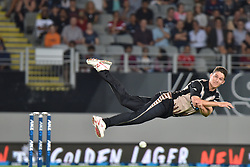 February 17, 2017 - Auckland, New Zealand - Ben Wheeler of New Zealand attempts to catch the ball during international Twenty20 cricket match between South Africa and New Zealand. (Credit Image: © Shirley Kwok/Pacific Press via ZUMA Wire)