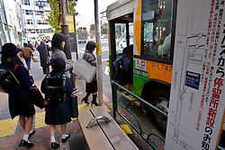 Escolares pegam onibús na volta pra casa após a aula. FOTO: Jefferson Bernardes/Preview.com
