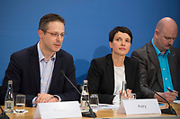 DEU, Deutschland, Germany, Berlin, 16.12.2016: Dr. Frauke Petry, Vorsitzende der Partei Alternative für Deutschland (AfD), und Marcus Pretzell (MdEP, AfD) bei einer Pressekonferenz der AfD, auf der eine App für verunsicherte Bürger vorgestellt wird.