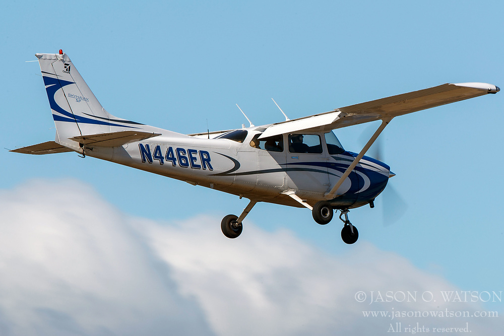 Cessna 172S (N446ER) on approach to Palo Alto Airport (KPAO), Palo Alto, California, United States of America