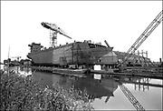 Nederland, Groningen, 15-11-1985<br /> Een schip in aanbouw bij de NNS. Noord Nederlandse Scheepswerven aan het WinschoterDiep . Het bedrijf heeft bestaan van 1923 tot 1986<br /> Foto: Flip Franssen