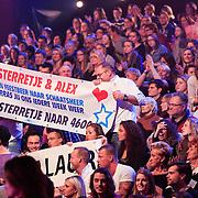 NLD/Hilversum/20130209 - Finale Sterren Dansen op het IJs 2013, Spandoek voor Tony Wyczynski