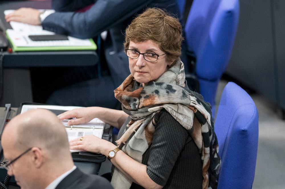 14 FEB 2019, BERLIN/GERMANY:<br /> Britta Hasselmann, MdB, B90/Gruene, 1. Parl. Geschaeftsfuehrerin, Bundestagsdebatte, Plenum, Deutscher Bundestag<br /> IMAGE: 20190214-01-011<br /> KEYWORDS: Bundestag, Debatte, Britta Haßelmann,