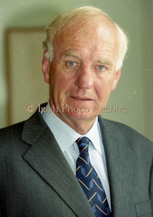 David Andrews born 15 March 1935 is a former Irish Fianna Fáil politician who served as Minister for Foreign Affairs from 1992 to 1993 and 1997 to 2000, Minister for Defence from 1993 to 1994 and June 1997 to October 1997, Minister for the Marine from 1993 to 1994, Minister of State at the Department of Foreign Affairs from 1977 to 1979 and Government Chief Whip and Minister of State at the Department of Defence from 1970 to 1973. He served as a Teachta Dála (TD) from 1965 to 2002,<br />
