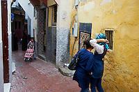 Maroc, Tanger, ecolier dans la Medina // Morocco, Tangier (Tanger), school child on the old city (Medina)
