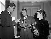 31/05/1954<br /> 05/31/1954<br /> 31 May 1954<br /> Waterford Glass reception at the Shelbourne Hotel, Dublin. Preview of reproductions.