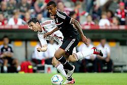 26-07-2011 VOETBAL: AUDI CUP 2011 FC BAYERN MUNCHEN - AC MILAN: MUNCHEN<br /> Mark van Bommel (Milan #4) im Kampf mit Luiz Gustavo (Bayern #30)<br /> ***NETHERLANDS ONLY***<br /> ©2011-FRH- NPH/Straubmeier