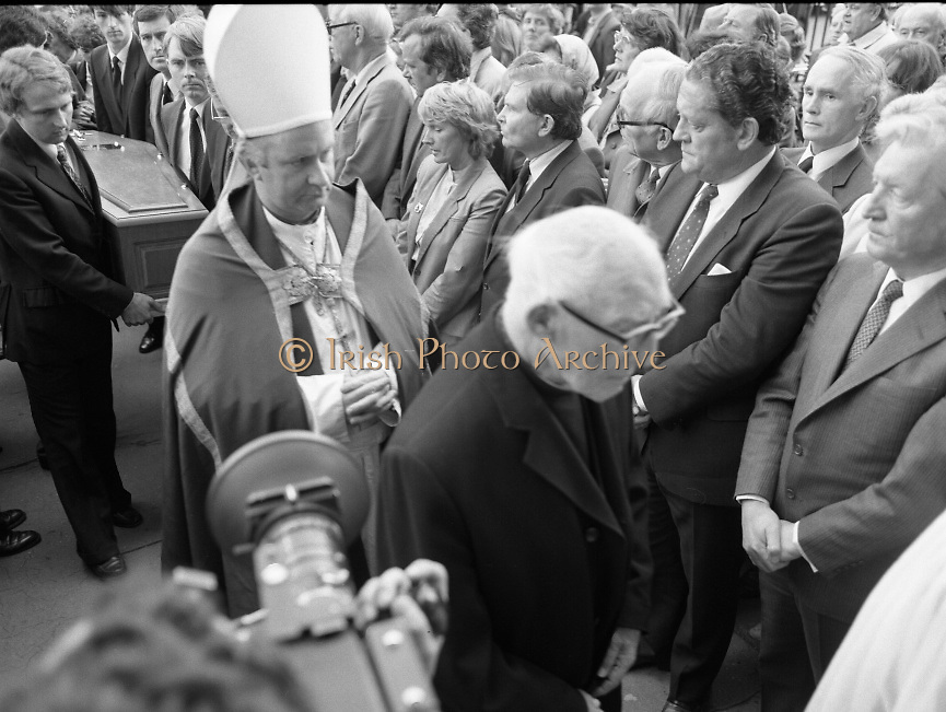 Removal of the Remains of Mr.George Colley..1983.19.09.1983.09.19.1983.19 September 1983..Image of the Mortal Remains of Mr George Colley being carried into the Church of Three Patrons,Rathgar,Dublin. Many Fianna Fail colleagues were present including Mr charles Haughey T.D. and Mr Brian Lenihan T.D.