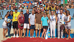 30.07.2016, Strandbad, Klagenfurt, AUT, FIVB World Tour, Beachvolleyball Major Series, Klagenfurt, Damen, im Bild Laura Ludwig (1, GER), Kira Walkenhorst (2, GER) mitte hinten, Nadine Zumkehr (1, SUI), Joana Heidrich (2, SUI) links hinten, Tanja Hüberli (1, SUI), Nina Betschart (2, SUI) rechts hinten, Officials vorne // during the FIVB World Tour Major Series Tournament at the Strandbad in Klagenfurt, Austria on 2016/07/30. EXPA Pictures © 2016, PhotoCredit: EXPA/ Lisa Steinthaler