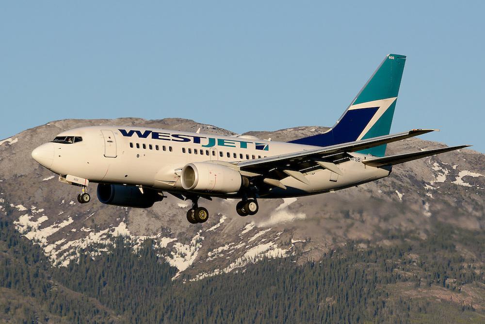 Westjet 737 C-GWSB landing in Whitehorse, Yukon.