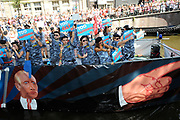 Canal Parade 2013 in de Amsterdamse grachten. De Canal Parade is het hoogtepunt van de Gay Pride, een feestweek met voornamelijk homo's, bi's, lesbiennes en transgenders.<br /> <br /> Canal Parade 2013 in the canals of Amsterdam. The Canal Parade is the highlight of the Gay Pride, a festival week with mostly gay, bisexual, lesbian and transgender people.<br /> <br /> Op de foto / On the photo: <br /> <br />  Protest tegen Vladimir Putin door Amnesty International / Protest against Vladimir Putin by Amnesty International