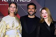 Jessica Schwarz (li.), Elyas M'Barek und Karoline Herfurth (re.) auf dem Roten Teppich anlässlich der Verleihung des 41. Bayerischen Filmpreises 2019 am 17.01.2020 im Prinzregententheater München.