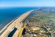 Nederland, Noord-Holland, Gemeente Schoorl, 14-02-2017; Camperduin, Hondsbossche en Pettemer Zeewering. De zeewering bij de kust van Callantsoog was een van de Zwakke Schakels in de kust, om de dijk te beschermen is er door middel van zandsuppletie een strand met neiuwe duinen aangebracht voor de dijk. Project Kust op kracht van het Hoogheemraadschap Hollands Noorderkwartier.<br /> Foto in Noordelijke richting, naar Petten.<br /> Camperduin, Hondsbossch and Petten dam. The seawall is one of the weak links in the coast. To protect the dike, sand nourishment has been used to create a protecting beach.<br /> luchtfoto (toeslag op standard tarieven);<br /> aerial photo (additional fee required);<br /> copyright foto/photo Siebe Swart