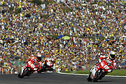 Troy Bayliss (AUS) leads Loris Capirossi (ITA) and Nicky Hayden (USA).<br /> Motorsport - Motorcycle - MotoGP,<br /> Spanish Grand Prix<br /> Valencia<br /> 29th October 2006<br /> © Sport the library /Presse Sports
