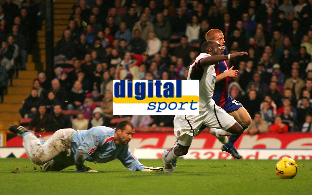 Photo: Frances Leader.<br />Crystal Palace v Sheffield Utd. Coca Cola Championship.<br />05/11/2005.<br /><br />Sheffield United's Steven Kabba (C) dives against Ben Watson (R) and gets a penatly ahead of Palaces' goalie Gabor Kiraly (L).