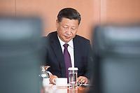05 JUL 2017, BERLIN/GERMANY:<br /> Xi Jinping, Staatspraesident der Volksrepublik China, zu Beginn eines Treffens mit Bundeskanzlerin M erkel, Kleiner Kabinettsaal, Bundeskanzleramt<br /> IMAGE: 20170705-01-009