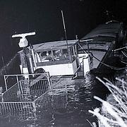 NLD/Loenen/19881228 - Aanvaring Amsterdam-Rijnkanaal Loenen, schip met achtersteven onder water