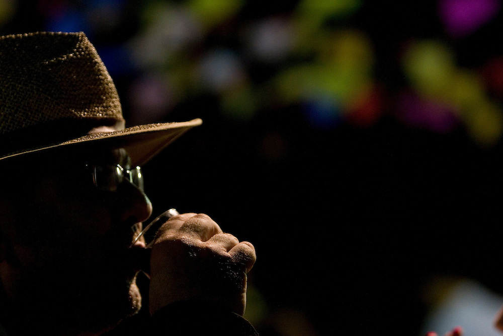 Belo Horizonte_MG, Brasil...Homem bebendo cachaca em uma festa junina...A man drinking cachaca in June party....Foto: VICTOR SCHWANER /  NITRO