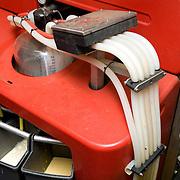 Nederland Venlo 20 september 2008 20080930 Foto David Rozing ..De nieuwste ontwikkeling, het automatisch melksysteem, ook wel melkrobot genoemd, zorgt ervoor dat aan het melken van koeien geen mens meer te pas komt. Via slangen wordt de melk naar centrale opslag getransporteerd. Bij een melkrobot stapt de koe zelf in een soort box en wordt dan automatisch gemolken. Het principe van het mechanisch melken berust op het nabootsen van het zuigen van een kalf aan de spenen van de moederkoe. De machine zuigt ook aan de speen, waartoe daaraan een zogenaamde tepelbeker  wordt geschoven...Foto David Rozing