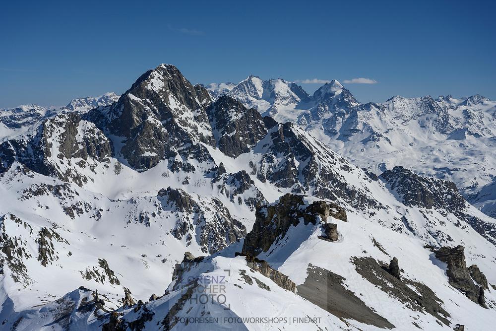 Ausblick vom Piz Surgonda mit den Gipfeln von Piz Julier, Bernina und Rosegg, Juliergebiet, Graubünden, Schweiz<br /> <br /> View from the Piz Surgonda with the peaks of Piz Julier, Bernina and Rosegg, Julier area, Grisons, Switzerland