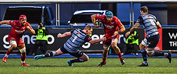 Scarlets' Tadhg Beirne evades the tackle of Cardiff Blues' Rhys Gill - Mandatory by-line: Craig Thomas/Replay images - 31/12/2017 - RUGBY - Cardiff Arms Park - Cardiff , Wales - Blues v Scarlets - Guinness Pro 14