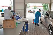 Nederland, Venlo, 16-6-2020  In Venlo is door de ggd noord limburg een teststraat ingericht om mensen die symptomen van coovid-19, corona hebben, te testen . De uitslag volgt meestal de volgende dag al .Foto: Flip Franssen