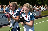 HUIZEN - Noa van Leer (Huizen) met Amber Folmer (Huizen) bij de eerste play off wedstrijd voor promotie naar de hoofdklasse , Huizen-Nijmegen (3-2) COPYRIGHT KOEN SUYK