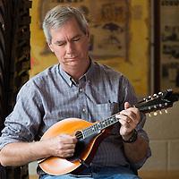 Stu James from Virginia, USA attending the banjo masterclass at the Scoil Críost Rí