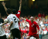 Fotball<br /> VM-kvalifisering<br /> Wales v Østerrike<br /> 26. mars 2005<br /> Foto: Digitalsport<br /> NORWAY ONLY<br /> Ryan giggs and John Hartson appeal for hand ball and a penalty