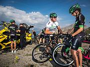 Bernard Hinault coach des cyclistes du team SKODA  amateur  pour participer a l'étape du tour quelques jours avant le tours de France 2017<br /> Preparation et conseil avant la descente du col de Granon