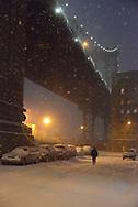 New York. Brooklyn,  Dumbo area under the Manhattan bridge,  /  le pont de Manhattan quartier Dumbo,