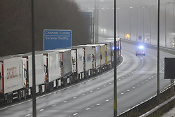 © Licensed to London News Pictures. 21/12/2020. Folkestone, UK. Dover bound freight lorries remain parked on the M20 west of Folkstone in Kent. France is among a number of countries to ban travel from the UK as Covid-19 infections rise dramatically and the possibility of a new mutant strain. Photo credit: Peter Macdiarmid/LNP